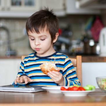 Một vài nguyên nhân và cách khắc phục khi trẻ biếng ăn